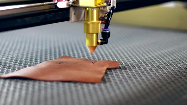 Reveal why CO2 laser engraving machine can not engrave metal