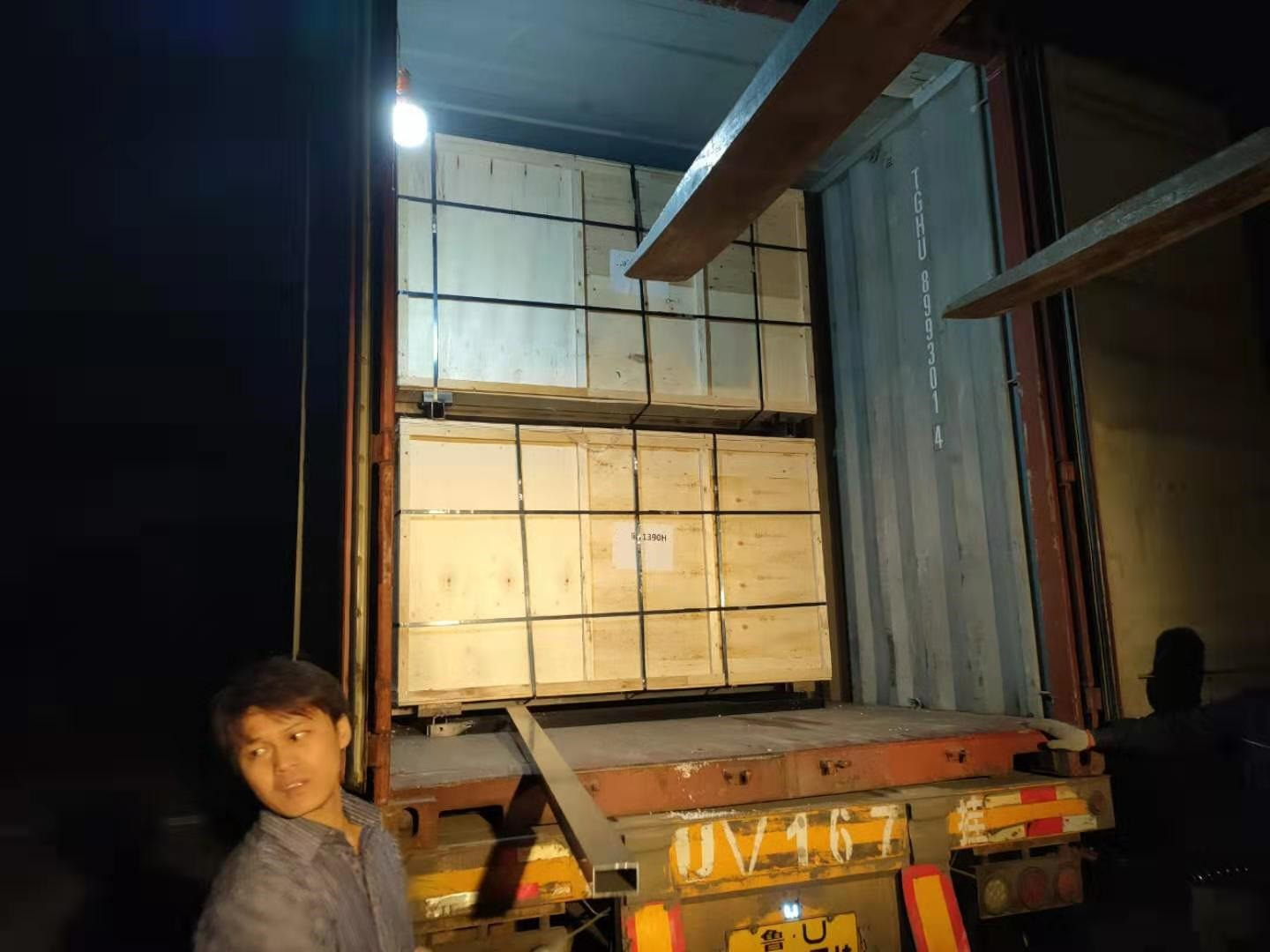 Thank you very much to foreign customers for purchasing a container of goods
