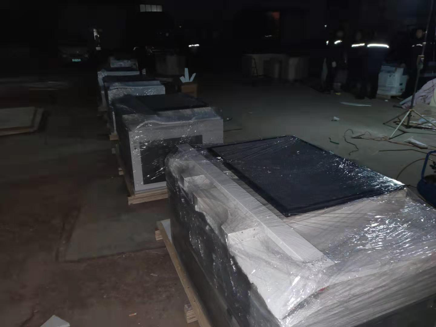 The 15 machines ordered by the customer are being packaged.